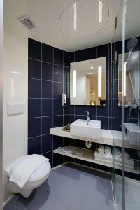 kinkiety do lazienki 200x300 Kinkiety w łazience, czyli dodatkowe oświetlenie strefy lustra