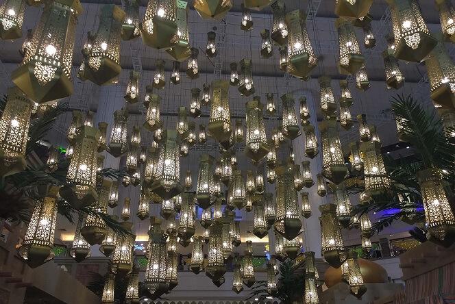 Ozdoba salonu i jadalni lampy jak latarenki