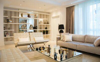 Kinkiet do salonu w stylu glamour – przepych w eleganckim stylu